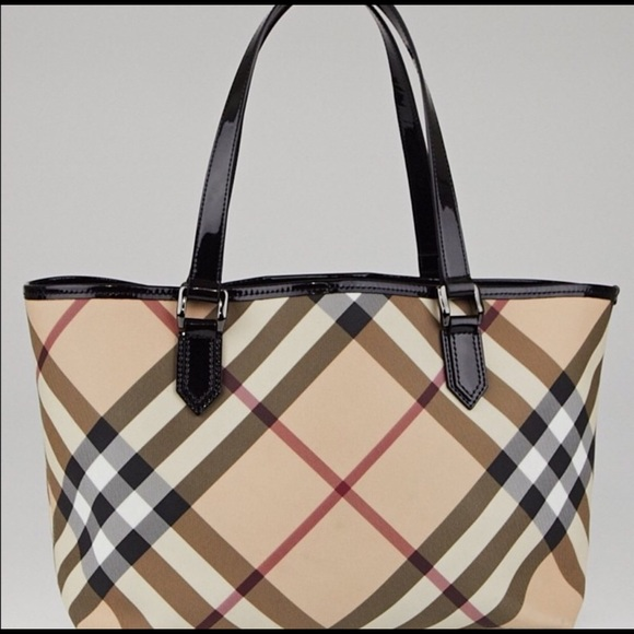92336a5a1a5 Burberry Handbags - Burberry tote bag!
